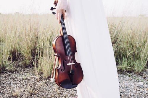 Des supports qui rendent l'apprentissage du violon plus ludique